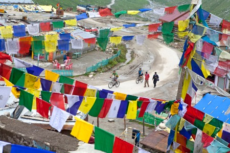 Prayer flags at Marhi, on the climb to Rohtang La