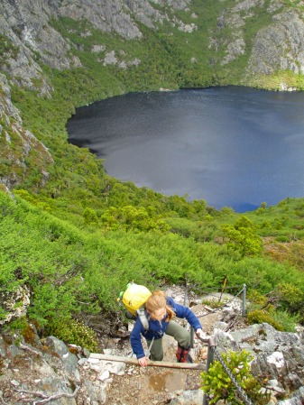 Climbing above Crater Lake towards Marions Lookout