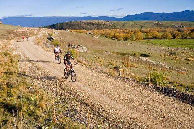 Cyclists on the rail trail near Poolburn Gorge